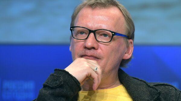 Актер Алексей Серебряков во время творческой встречи с создателями фильма Ван Гоги