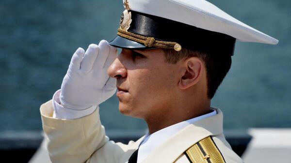 Офицер Тихоокеанского флота в парадном строю