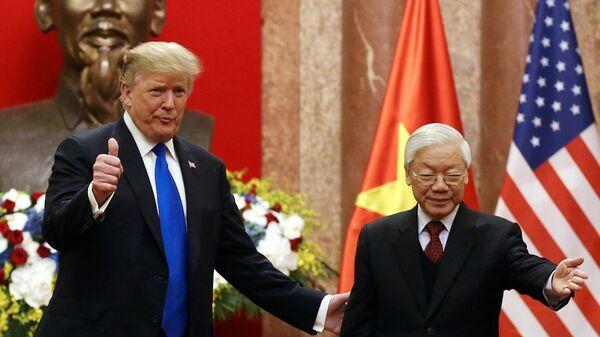 Президент США Дональд Трамп и президент Вьетнама Нгуен Фу Чонг во время встречи в Ханое. 27 февраля 2019