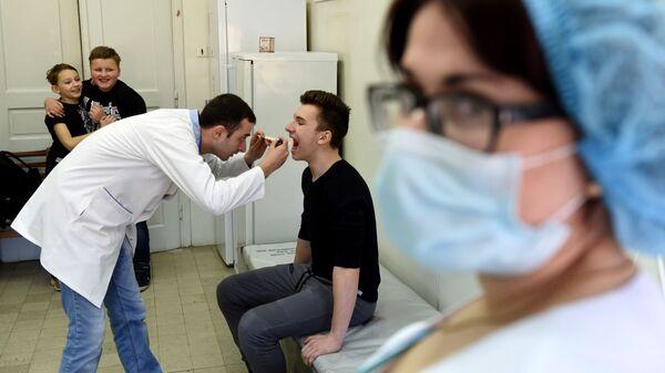 Подготовка к вакцинации против кори во Львове, Украина