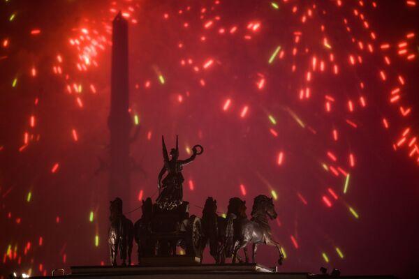 Салют на Поклонной горе в Москве в честь Дня защитника Отечества
