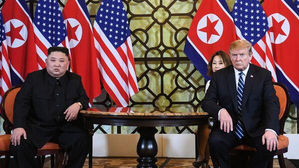 Президент США Дональд Трамп и лидер КНДР Ким Чен Ын Во время встречи в Ханое, Вьетнам. 28 февраля 2019