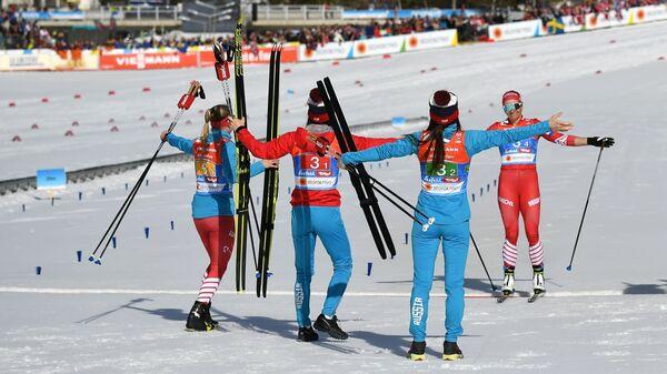 Российские лыжницы Юлия Белорукова, Анастасия Седова, Анна Нечаевская и Наталья Непряева (слева направо)