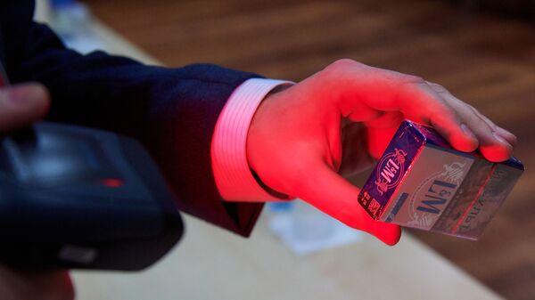 Демонстрация цифровой маркировки на табачной продукции