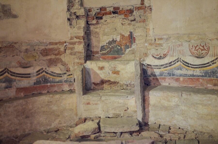 Алтарь в храме Спаса на Ильине в Великом Новгороде.