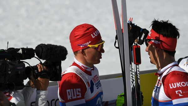 Слева направо: Александр Большунов (Россия) и Евгений Белов (Россия)