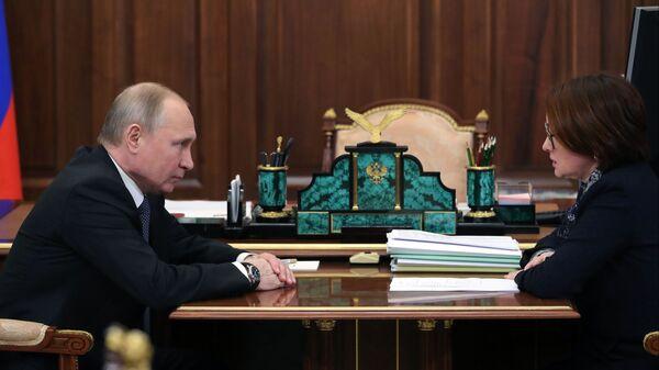 Президент РФ Владимир Путин и председатель Центрального банка РФ Эльвира Набиуллина во время встречи. 4 марта 2019