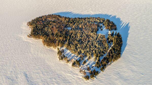 Мужской монастырь Свято-Ильинская Водлозерская Пустынь на острове Малый Колгостров озера Водлозеро в Карелии