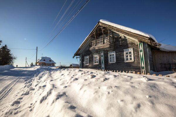 Старинный жилой дом в деревне Куганаволок в Карелии