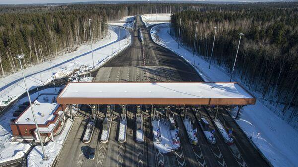 Пункт оплаты на платной дороге М-11 Москва - Санкт-Петербург