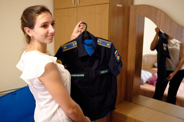 Курсантка в казарме Краснодарского высшего военного авиационного училища летчиков