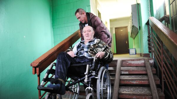 Помощь инвалиду-колясочнику