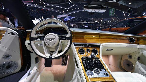 Салон автомобиля Bentley на Международном Женевском автосалоне 2019