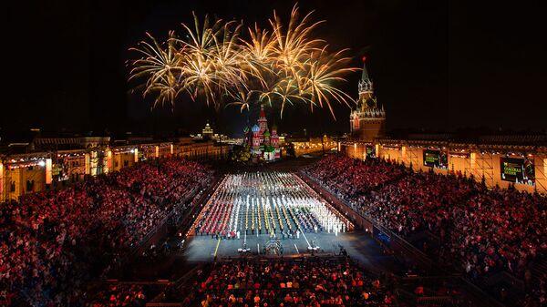 Салют на международном военно-музыкальный фестиваль Спасская башня