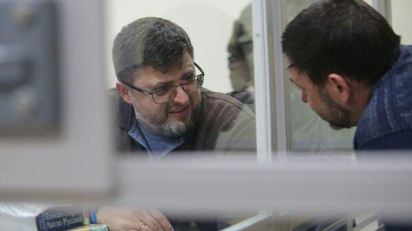 Руководитель портала РИА Новости Украина Кирилл Вышинский и адвокат Андрей Доманский в Херсонском апелляционном суде. 6 марта 2019