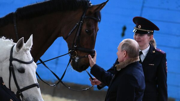 Путин лично поздравит дамское  подразделение МВД с8Марта