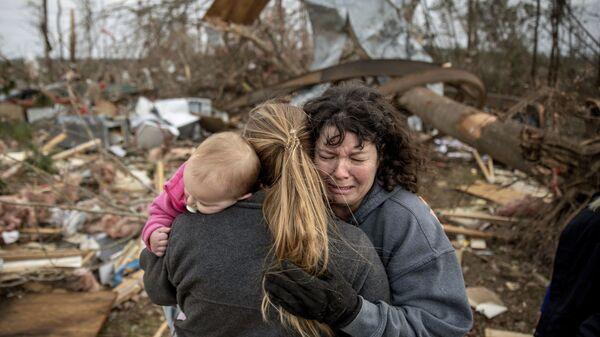 Пострадавшие от торнадо в США