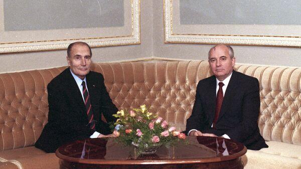 Франсуа Миттеран и Михаил Горбачев перед началом беседы