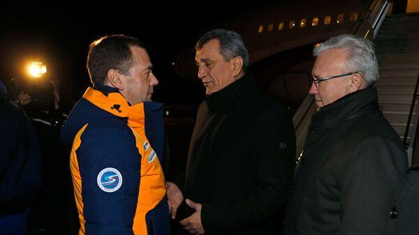 Медведев прибыл в Красноярск, где пройдет церемония закрытия Универсиады
