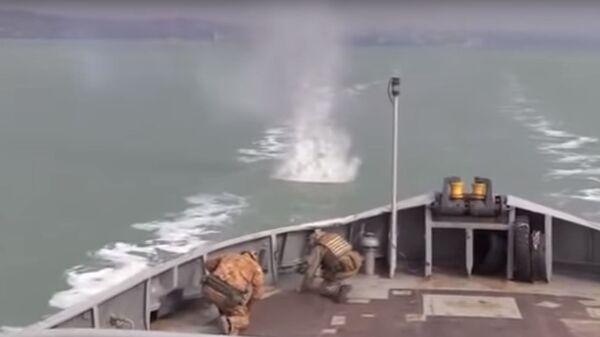 В Сети высмеяли учения украинского буксира в Азовском море