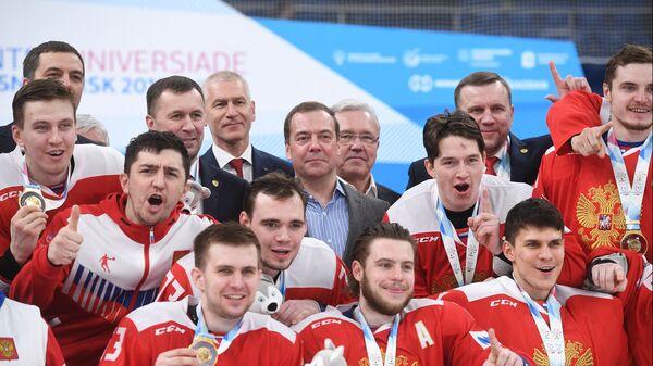 Дмитрий Медведев на церемонии фотографирования с игроками сборной России