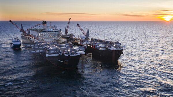 Трубоукладочное судно Pioneering Spirit в Шведской исключительной экономической зоне