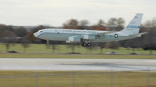 Самолет наблюдения США Boeing OC-135B Open Skies с бортовым номером 61-2670