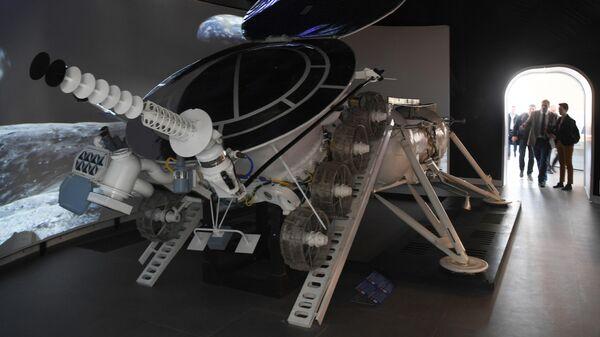 Макет самоходного космического аппарата Луноход-1 представлен в центре Космонавтика и авиация, созданного на базе отреставрированного павильона Космос на ВДНХ