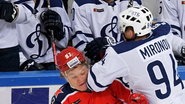 Кирилл Капризов и Андрей Миронов (справа)