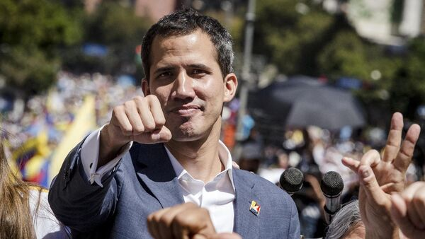 Лидер оппозиции Хуан Гуаидо на митинге в Каракасе