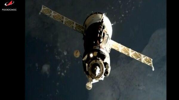 Пилотируемый корабль Союз МС-12 перед стыковкой с МКС. 14 марта 2019