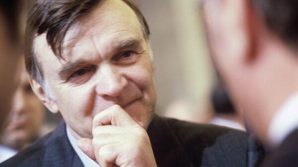 Юрий Васильевич Бондарев, писатель, лауреат Ленинской премии, лауреат Государственной премии РСФСР и СССР.