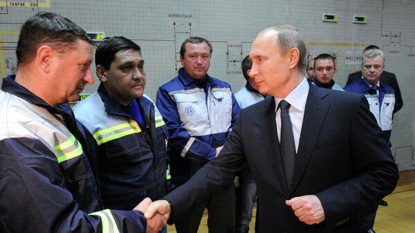 Президент России Владимир Путин во время запуска первой очереди энергомоста в Крым состоялась в ходе посещения компании Крымэнерго в Симферополе