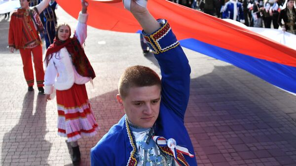Праздничное шествие, посвященное 5-й годовщине Общекрымского референдума 2014 года и воссоединения Крыма с Россией, на одной из улиц в Симферополе