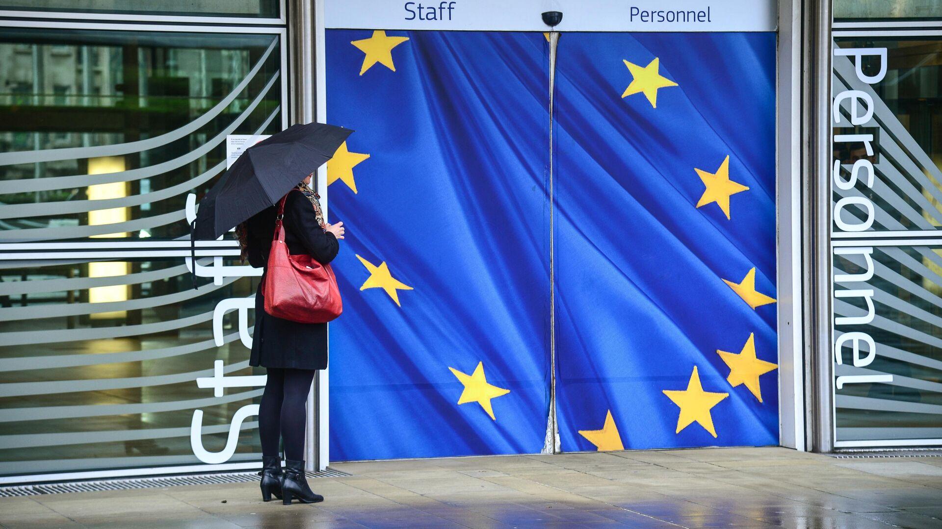 Вход в здание Еврокомиссии в Брюсселе - РИА Новости, 1920, 09.10.2020