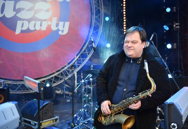 Саксофонист Антон Румянцев выступает на Koktebel Jazz Party фестиваля Крымская весна в Большом Амфитеатре парка Зарядье
