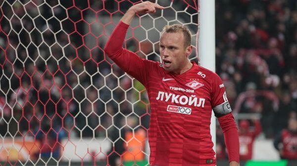 Полузащитник Спартак Денис Глушаков радуется забитому мячу