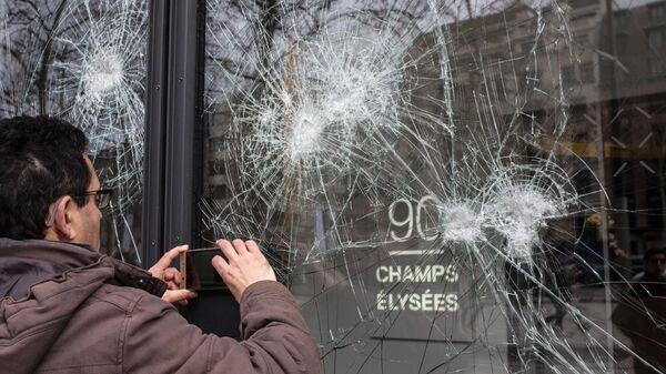"""Во Франции в акциях """"желтых жилетов"""" приняли участие более 40 тысяч человек"""