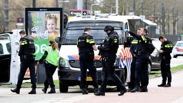 Сотрудники полиции на месте стрельбы в Утрехте, Нидерланды. 18 марта 2019