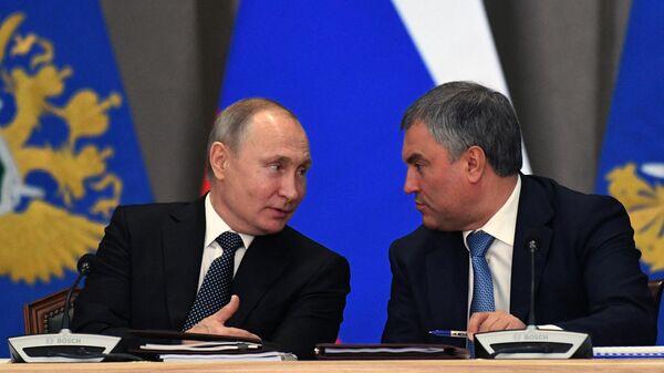 Президент РФ В. Путин и спикер Госдумы В. Володин