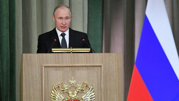 Президент России Владимир Путин выступает на расширенном заседании коллегии Генеральной прокуратуры России