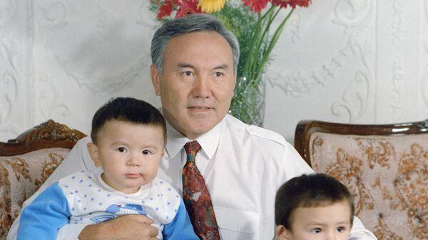Президент Казахстана Нурсултан Абишевич Назарбаев со своими внуками