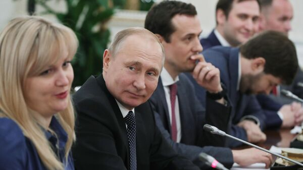 Президент РФ Владимир Путин на встрече с победителями конкурса управленцев Лидеры России