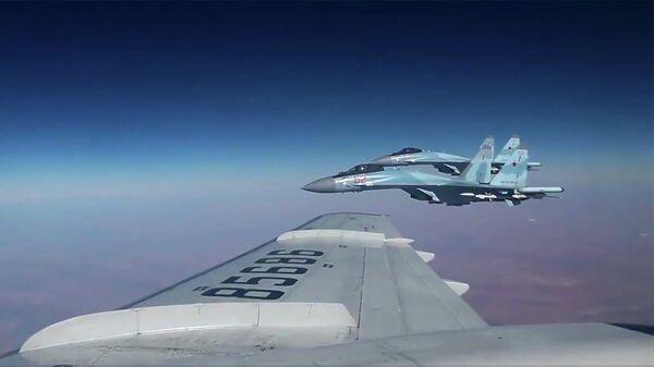 Борт главы военного ведомства в сопровождении истребителей Су-35С
