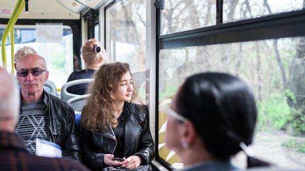 Пассажиры в автобусе