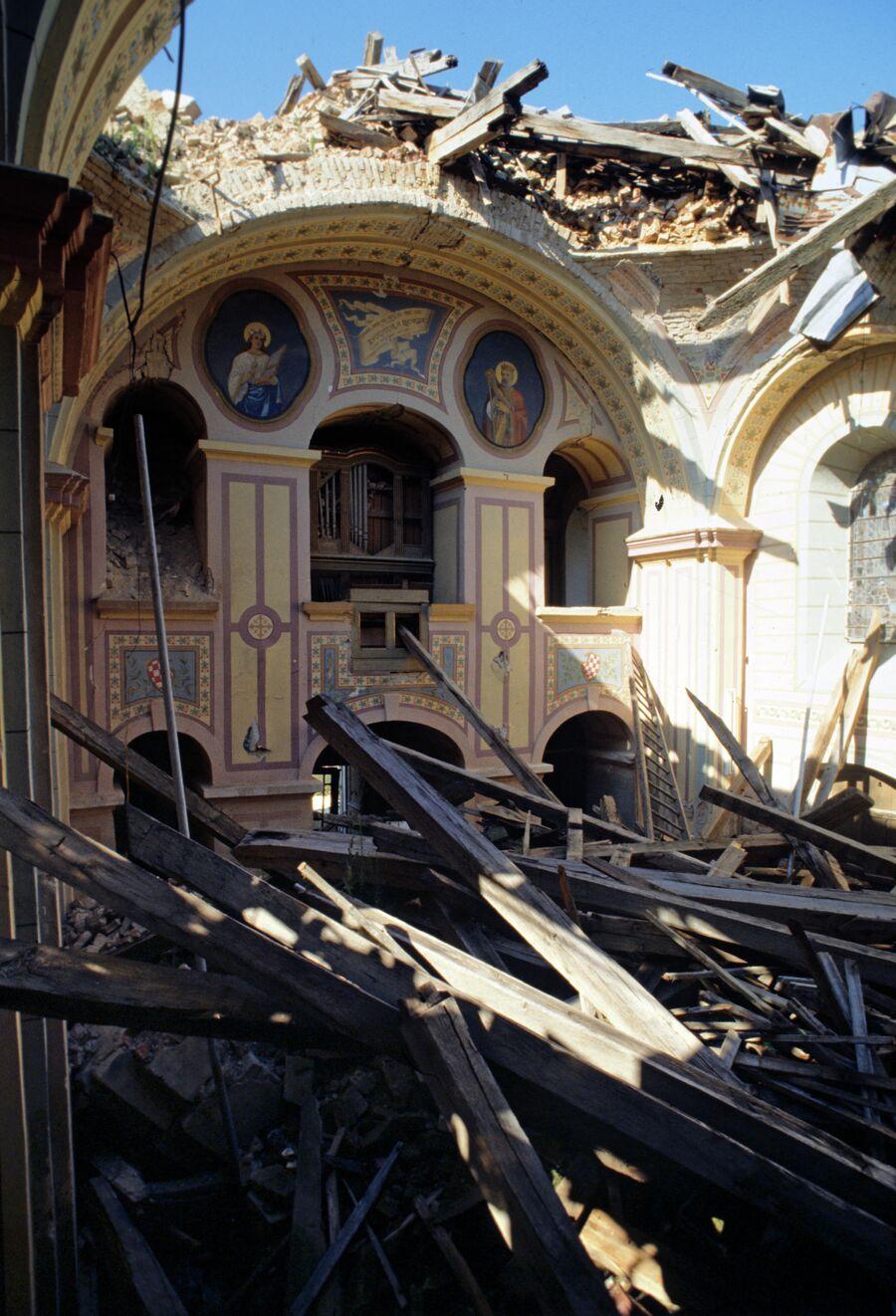 Развалины католического собора - то, что осталось после войны