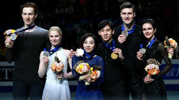 Евгения Тарасова/Владимир Морозов, Суй Вэньцзин/Хань Цун и Наталья Забияко/Александр Энберт (слева направо)