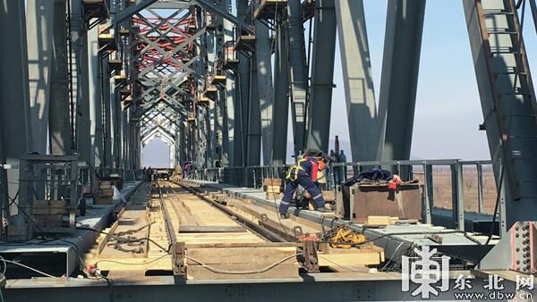 Cоединение китайской и российской частей железнодорожного моста через Амур Тунцзян – Нижнеленинское