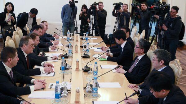 Встреча заместителя министра иностранных дел РФ Игоря Моргулова и заместителя министра иностранных дел Японии Такэо Мори в Москве. 21 марта 2019