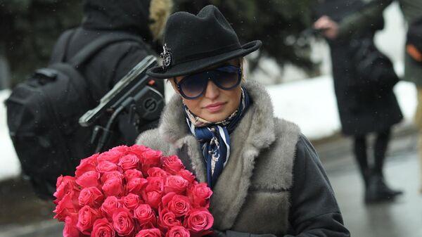 Певица Катя Лель перед началом церемонии прощания с певицей Юлией Началовой
